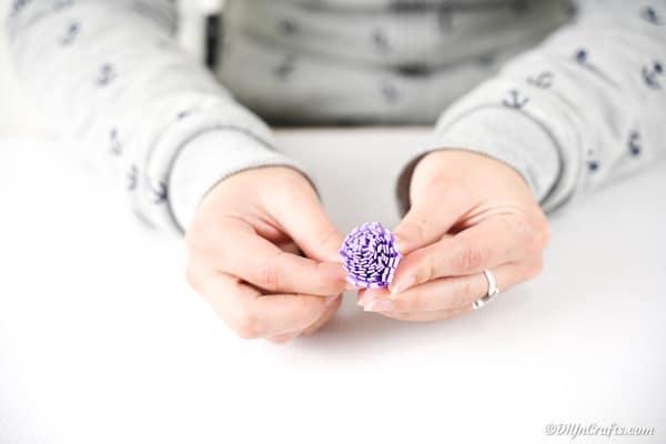 آموزش مرحله به مرحله نحوه ساخت گل کاغذی